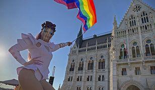 Węgry. Parlament zabronił propagowania homoseksualizmu w szkołach. Przedstawiono szczegóły kontrowersyjnej ustawy