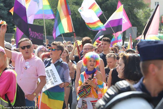 Marsz Równości w Radomsku. Kontrmanifestanci rzucali jajkami i kamieniami