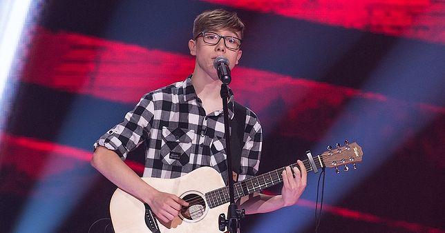 "Adam Adamczuk na scenie ""The Voice Kids"""