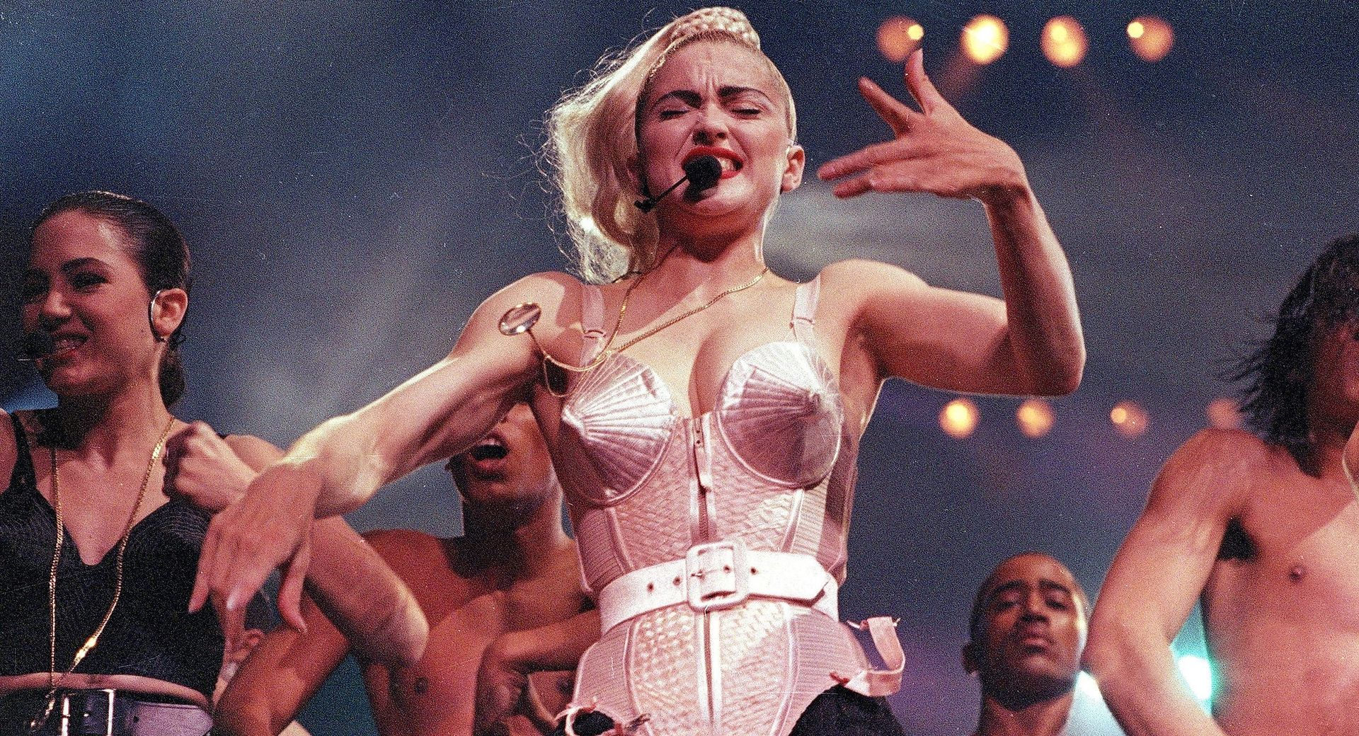 "Madonna podczas trasy ""Blond Ambition Tour"""