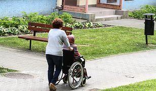 Wiele polskich opiekunek narzeka na warunki pracy w Niemczech. Eksperci doradzają, jak unikać nieprzyjemnych sytuacji