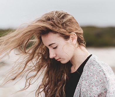Mąka ziemniaczana na włosy zadziała lepiej niż niejeden popularny kosmetyk.