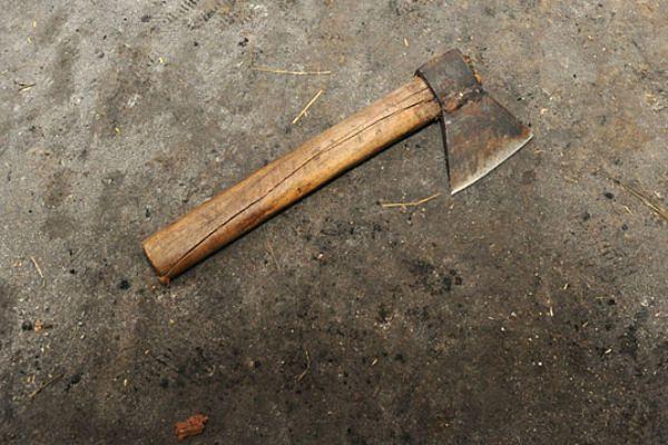 Demolował mieszkanie, znęcał się nad byłą żoną i groził, że ją zabije siekierą