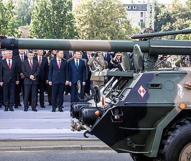 Pal sześć wasze defilady wojskowe, przemówienia i uroczystości. Armii potrzebujemy, nie defilady!
