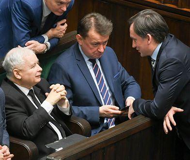Halo PiS! Tu Polska. Czas wracać na ziemię (Opinia)