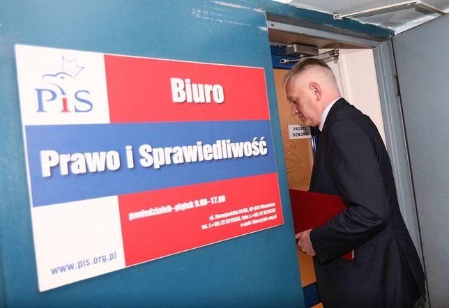 """Koronawirus w Polsce. """"Jarosław Gowin szuka porozumienia ws. zmian w Konstytucji. Wielka gra na szczytach władzy"""" [OPINIA]"""