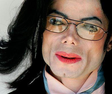 """Michael Jackson: ciało króla popu przeraziło detektywa. """"Łysa głowa i blizny"""""""