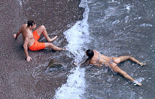Zakochani zapomnieli się na plaży