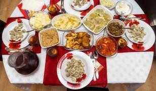 Wigilijny stół w większości polskich domów ugina się od świątecznych specjałów.