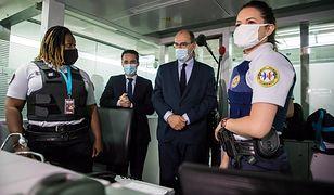 Koronawirus. Premier Francji sprawdza kontrole sanitarne na lotnisku. We Francji zanotowano wzrost zakażeń na COVID-19
