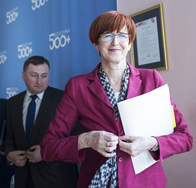 Biurokracja 500+ pochłonęła już miliard. Piątka Kaczyńskiego paradoksalnie może zmniejszyć koszty
