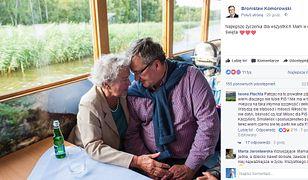 Komorowski wrzucił do sieci zdjęcie z mamą. Internauci oszaleli