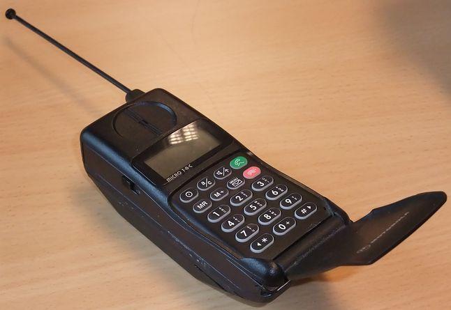 Motorola MicroTac 5200 nie była ani ładna, ani poręczna, a osiągnięcie deklarowanych 12 godzin  czuwania, graniczyło z cudem. Na szczęście dzięki wysokim cenom rozmów, telefon głównie czuwał.