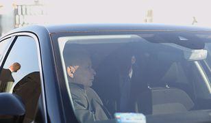 Jarosław Kaczyński i Mateusz Morawiecki zostali przyłapani na naradzie w limuzynie prezesa PiS. Uczestniczył w niej też szef MON