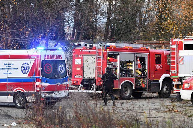 Wypadek. Na miejscu pracowały straż, policja i pogotowie. (zdjęcie ilustracyjne)