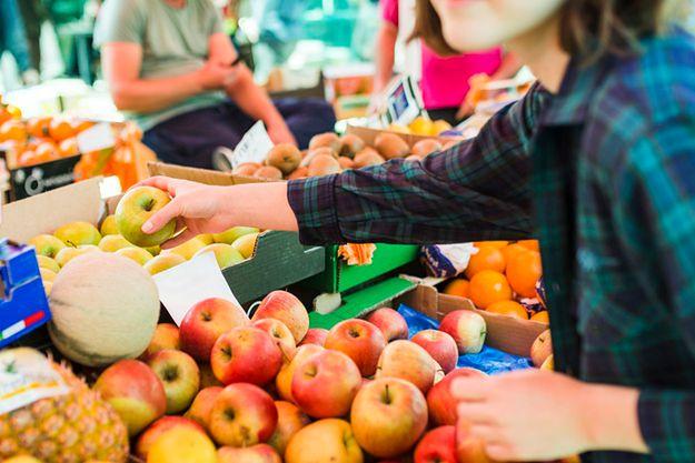 Koniec z naklejkami na owocach? Nowe przepisy w Polsce to kwestia czasu
