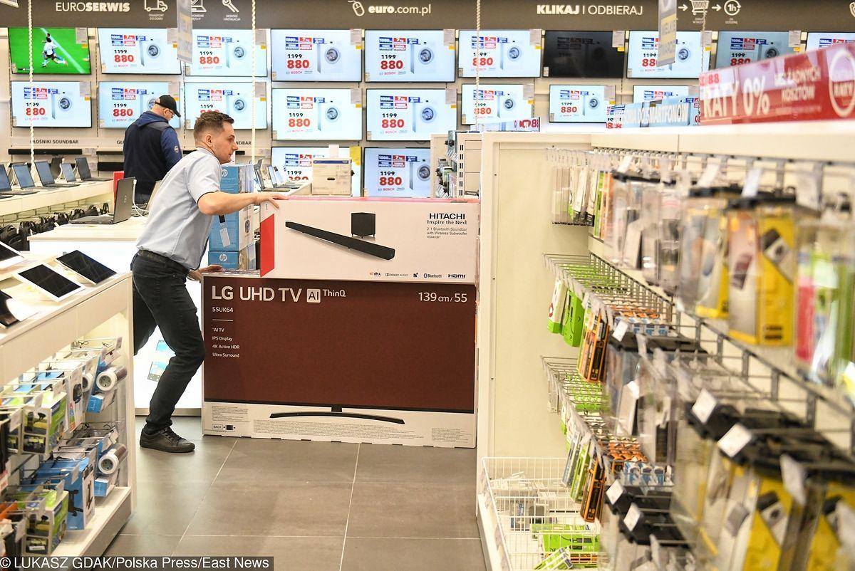 UOKiK w sklepach z elektroniką. Zbadał, co sprzedawcy mówią klientom