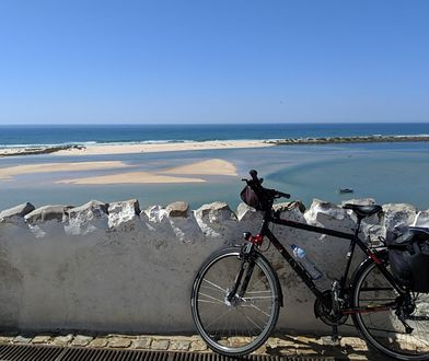 """""""Dobrze oznaczone ścieżki i niewymagający profil terenu pozwolą nam się cieszyć wszystkim, co turyści w regionie kochają najbardziej - plażami, oceanem i portugalską kuchnią"""""""