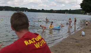 32 proc. Polaków twierdzi, że nie potrafi pływać
