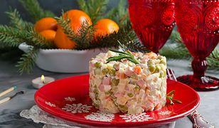 Salatka jarzynowa z rybą wedzoną