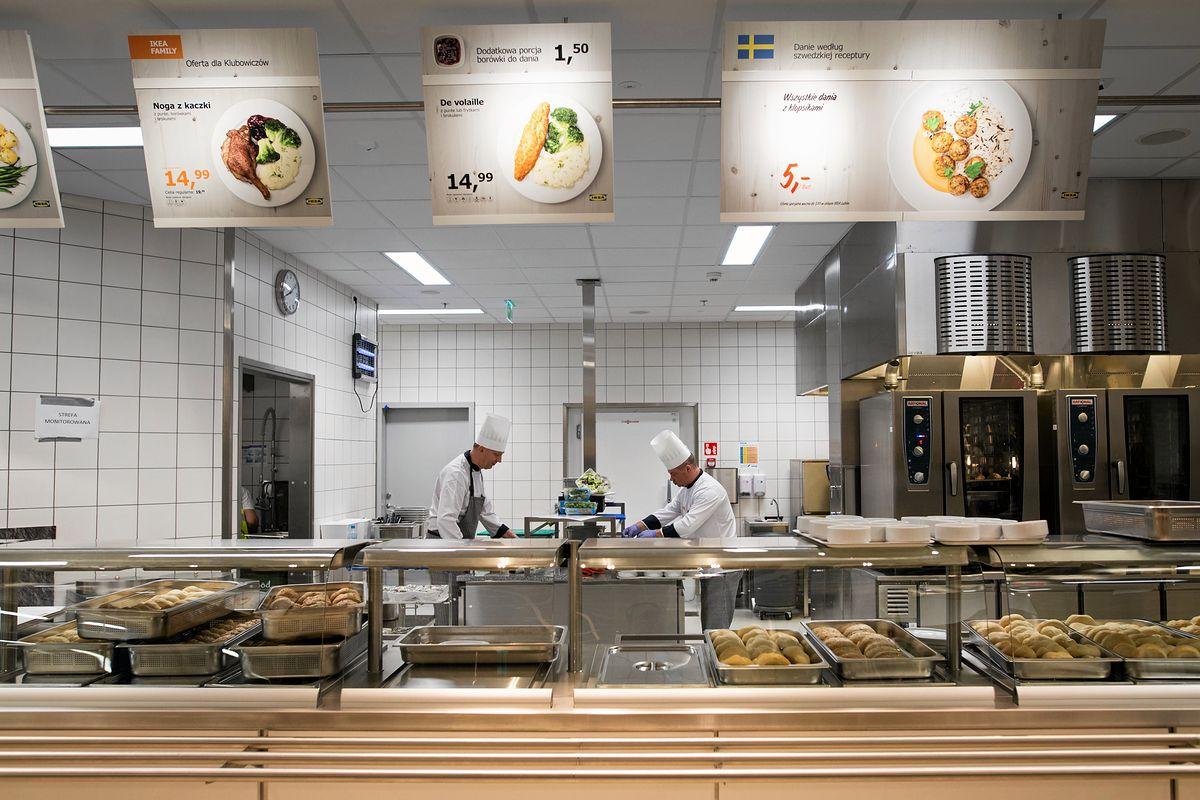 Ikea zadba o komfort swoich kurczaków. Światło, przestrzeń i zdrowsze odmiany