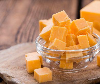Naukowcy nie odradzają jedzenia sera