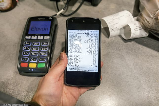 Wystarczy smartfon za kilkaset złotych, by w prosty i szybki sposób płacić za zakupy telefonem.