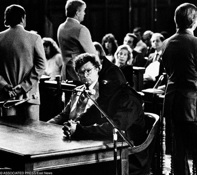 Nicky Barnes (w masce) podczas procesu w 1985 roku. Okazuje się, że narkotykowy boss nie żyje od 7 lat