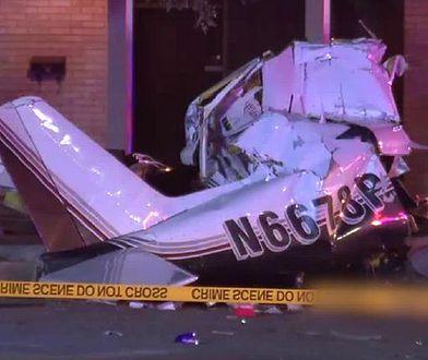 Wrak samolotu, który rozbił się na ulicach San Antonio w USA