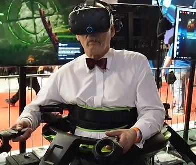 Gra polega na pokonywaniu przeciwników w wirtualnej rzeczywistości