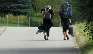 Podróżują, by żebrać, żebrzą, by podróżować. Biedaturystyka nowym trendem