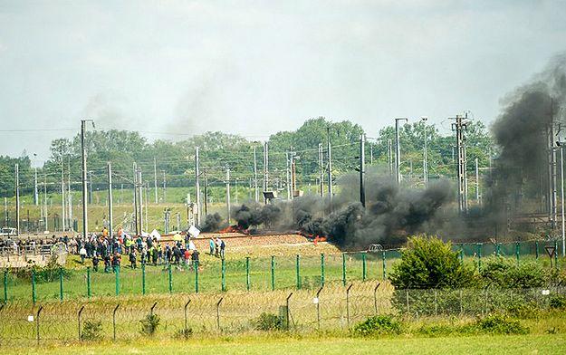 Strajkujący we Francji podpalili opony. Ruch w Eurotunelu wstrzymany