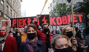 Strajk Kobiet w całej Polsce. Na zdjęciu manifestujący z Łodzi