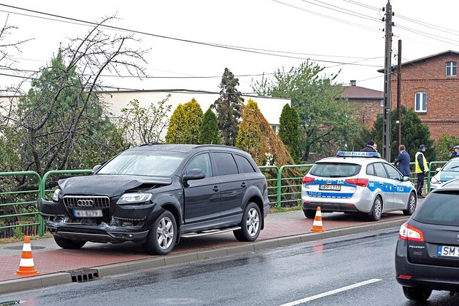Kolumna rządowa z Beatą Szydło nie wyhamowała i uderzyła w samochód, który zatrzymał się przez przejściem dla pieszych