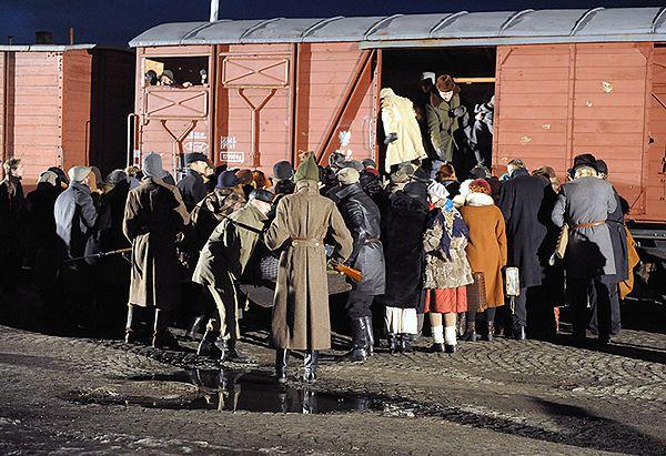 Tak wyglądało pakowanie ludzi podczas zsyłek na Sybir. Na zdjęciu: inscenizacja zorganizowana w Przemyślu w 70. rocznicę pierwszych wywózek Polaków na Sybir