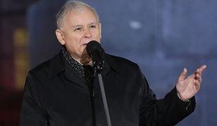 Jarosław Kaczyński podziękował podczas 93. miesięcznicy smoleńskiej Antoniemu Macierewiczowi i zaapelował o zaufanie