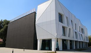 """Warszawa. Centrum Kultury """"Alternatywy"""" na Ursynowie już gotowe. Nazwa nawiązuje do lubianego serialu, którego akcja działa się w tej dzielnicy"""