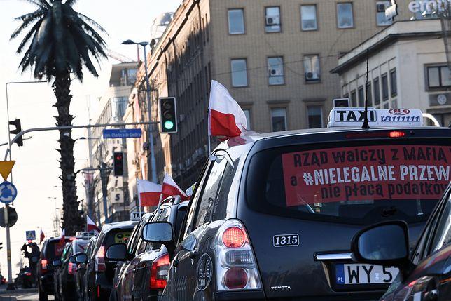 Protest taksówkarzy w Warszawie. Mogą sparaliżować miasto