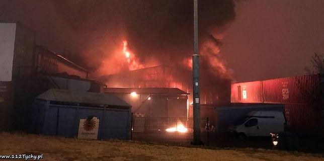 Groźny pożar w Mikołowie. Spłonęły hale z zabawkami