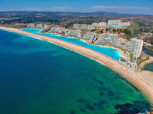 Ośrodek oferuje również jedyną w Ameryce Południowej zadaszoną plażę z podgrzewanym piaskiem i wodą z regulowaną temperaturą
