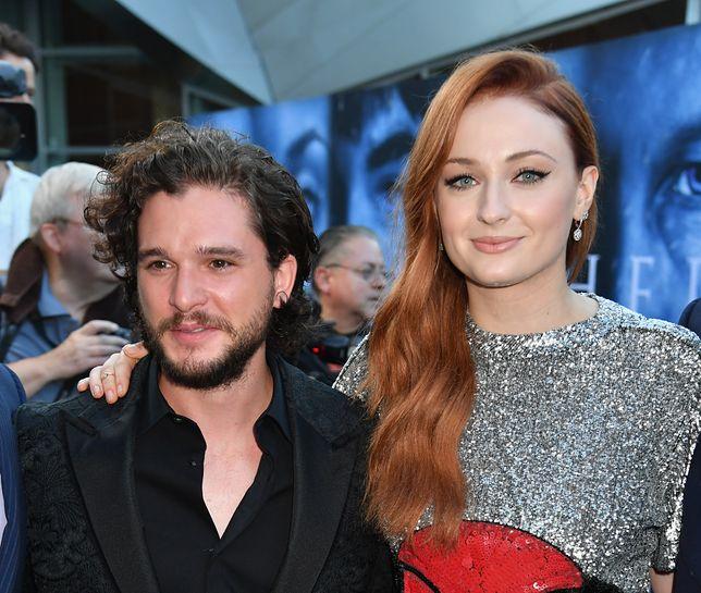 """Kit Harington i Sophie Turner występują w """"Grze o tron"""" od 2011 r."""