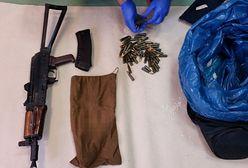 Narkotyki, broń i amunicję trzymał w mieszkaniu
