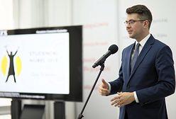 Piotr Muller zastąpi w Sejmie zmarłą Jolantę Szczypińską