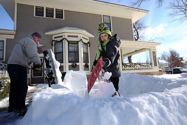 8 ofiar śnieżyc i powodzi w USA