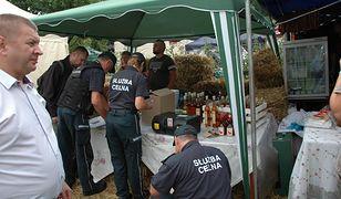Funkcjonariusze KAS zarekwirowali 190 l alkoholu i wlepili 18 mandatów na kwotę 4 tys. zł
