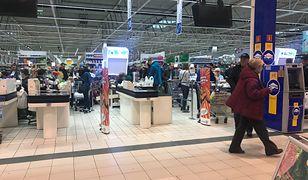 Swoista kumulacja dwóch dni bez handlu oznacza sobotnie kolejki w sklepach.