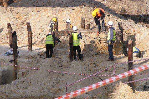 W Poznaniu przy budowie parkingu natrafiono na fragmenty średniowiecznej fosy