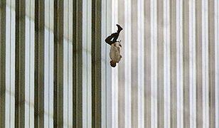 """""""The Falling Man"""". Historia najbardziej poruszającego zdjęcia z 11 września"""
