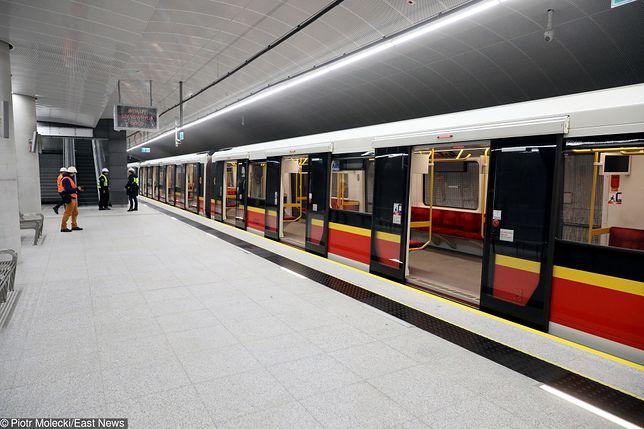 Metro Warszawa - pierwszy pociąg metra dojechał na Targówek. Już niebawem otwarcie trzech nowych stacji metra