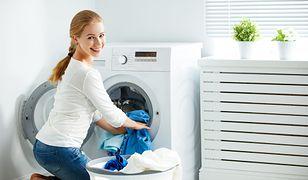 Cicha i mocna pralka o dużej pojemności ułatwi domowe porządki